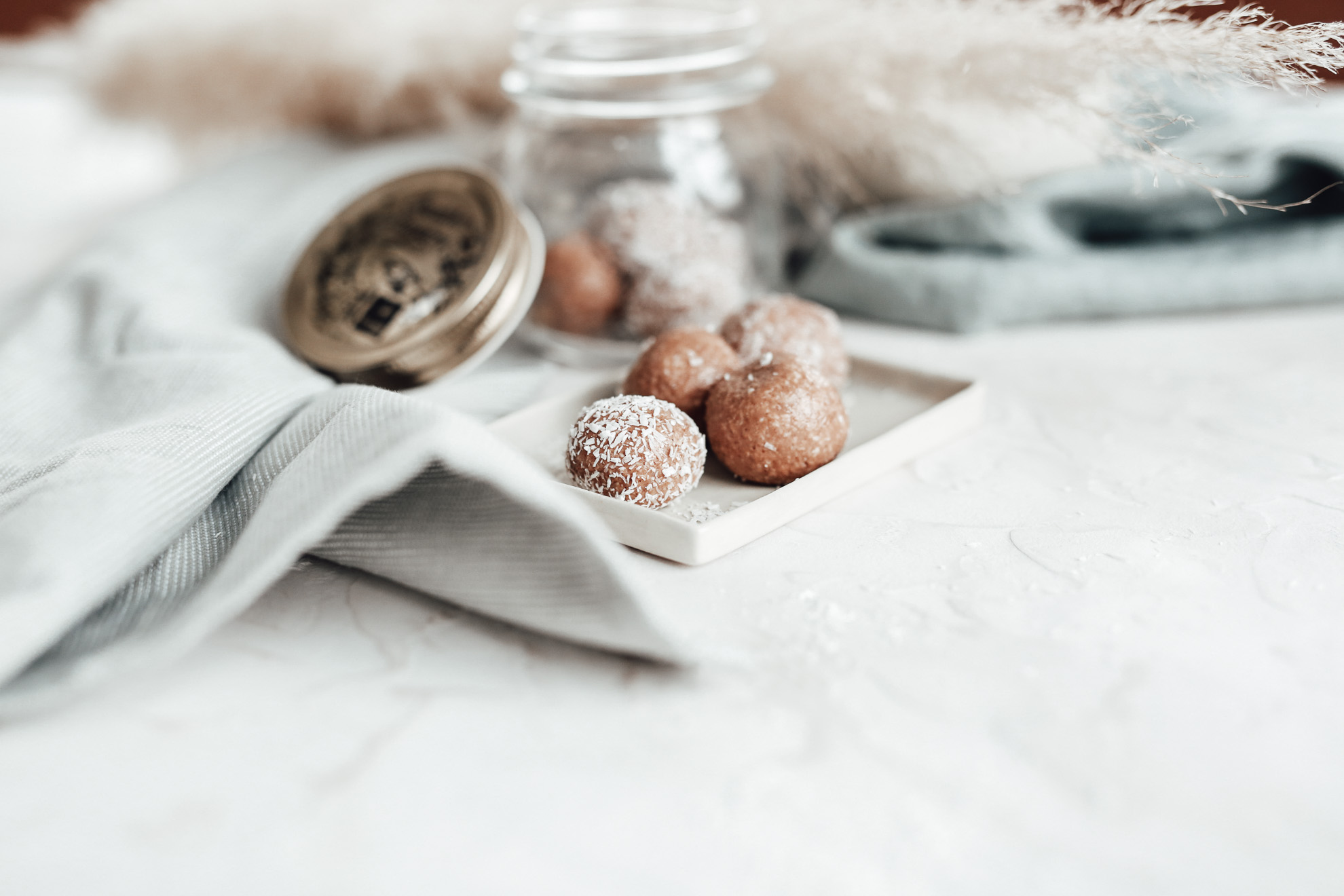 Raw Energy Balls | Almond & Coco
